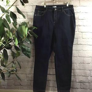 🍰 SALE! 3/$15 Dark wash size 18 jegging jeans